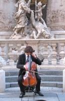 Viennese cellist, Graben