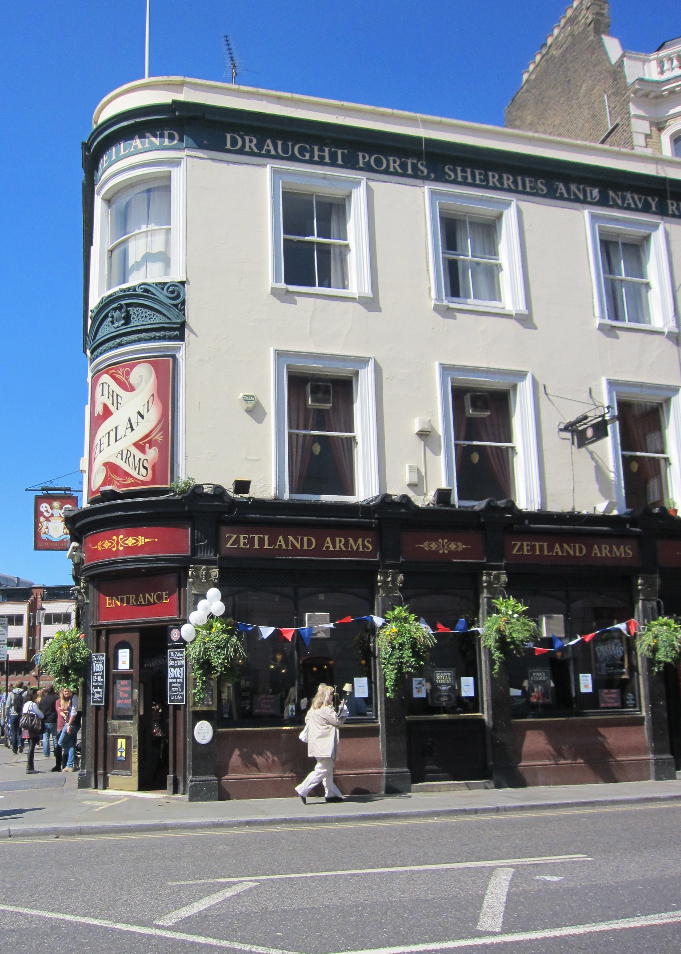 London pub, Royal wedding