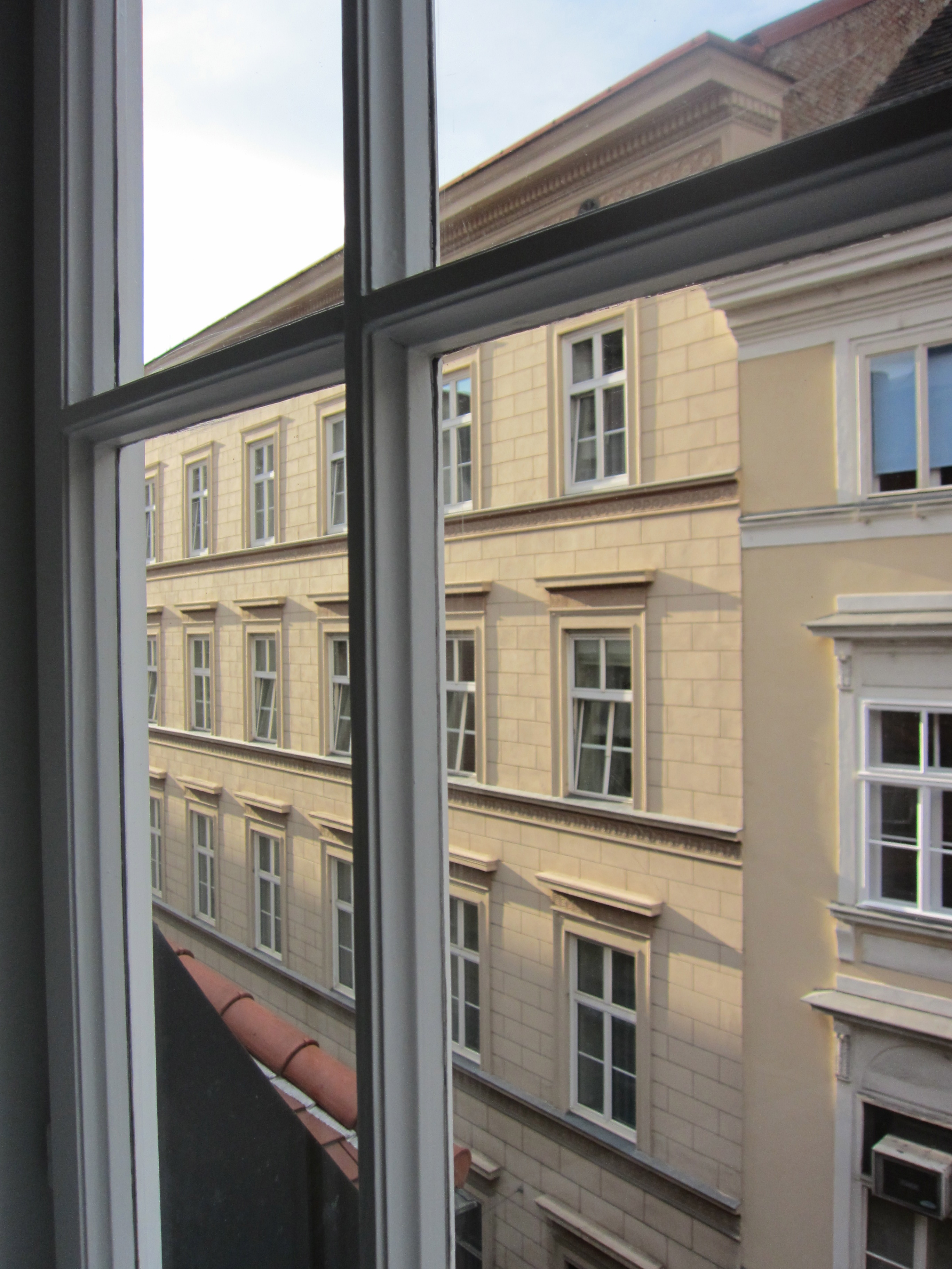 Window hotel konig von ungarn vienna austria just for Design hotel ungarn