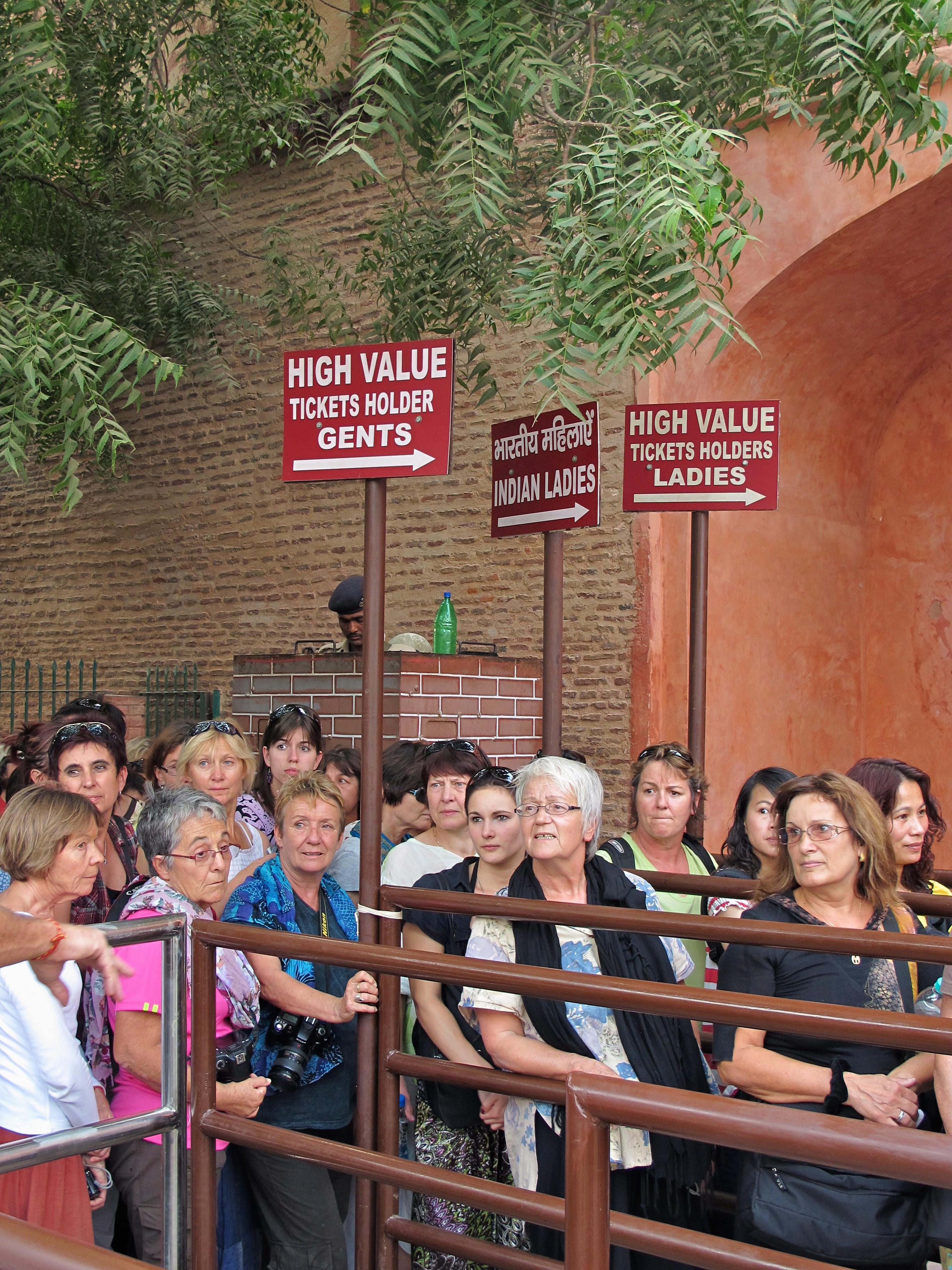 Queues - Taj Mahal - Agra - India