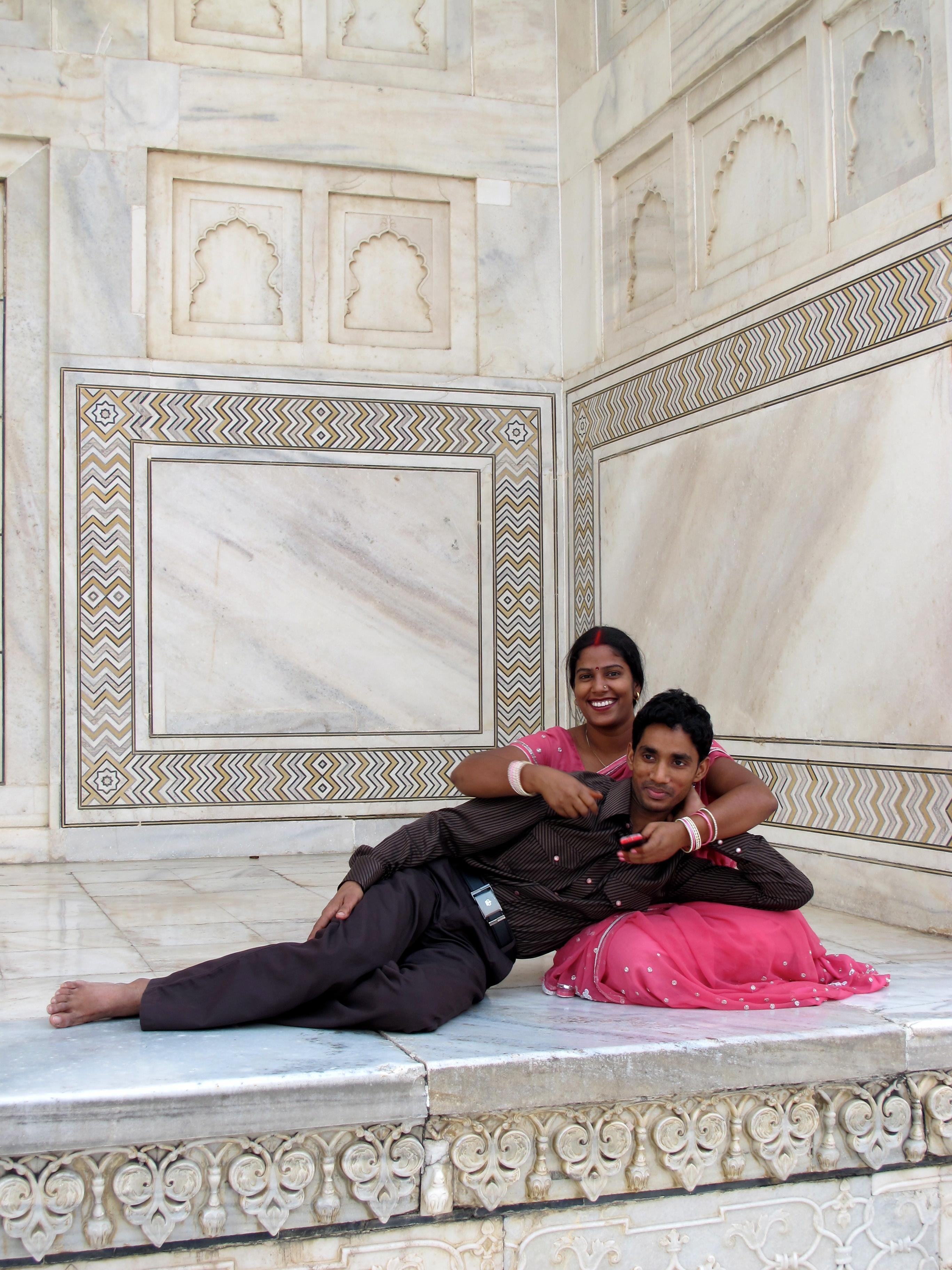 Young couple - Taj Mahal - Agra - India