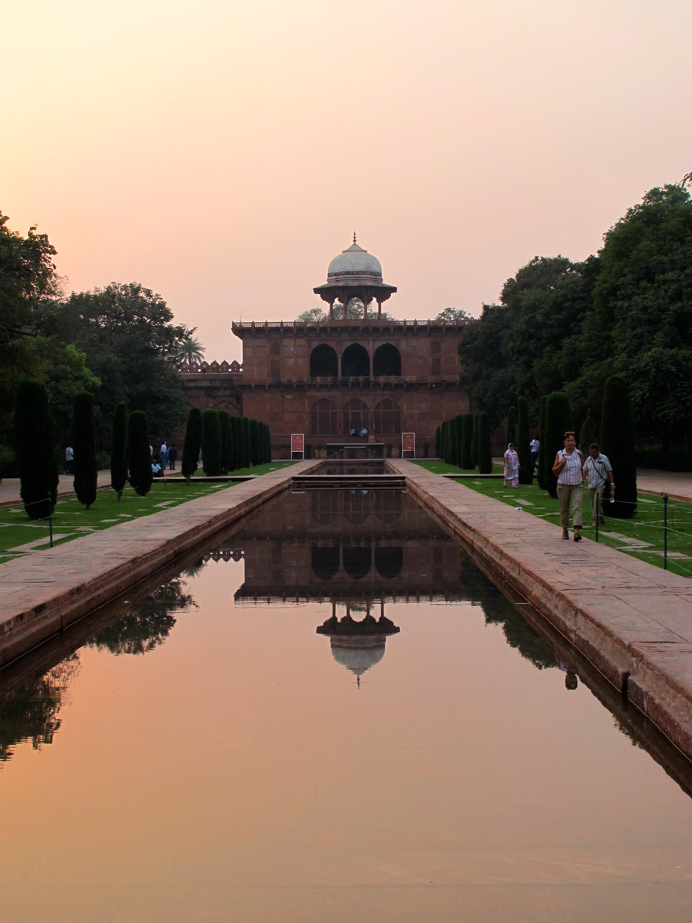 Tomb - Taj Mahal - Agra - India