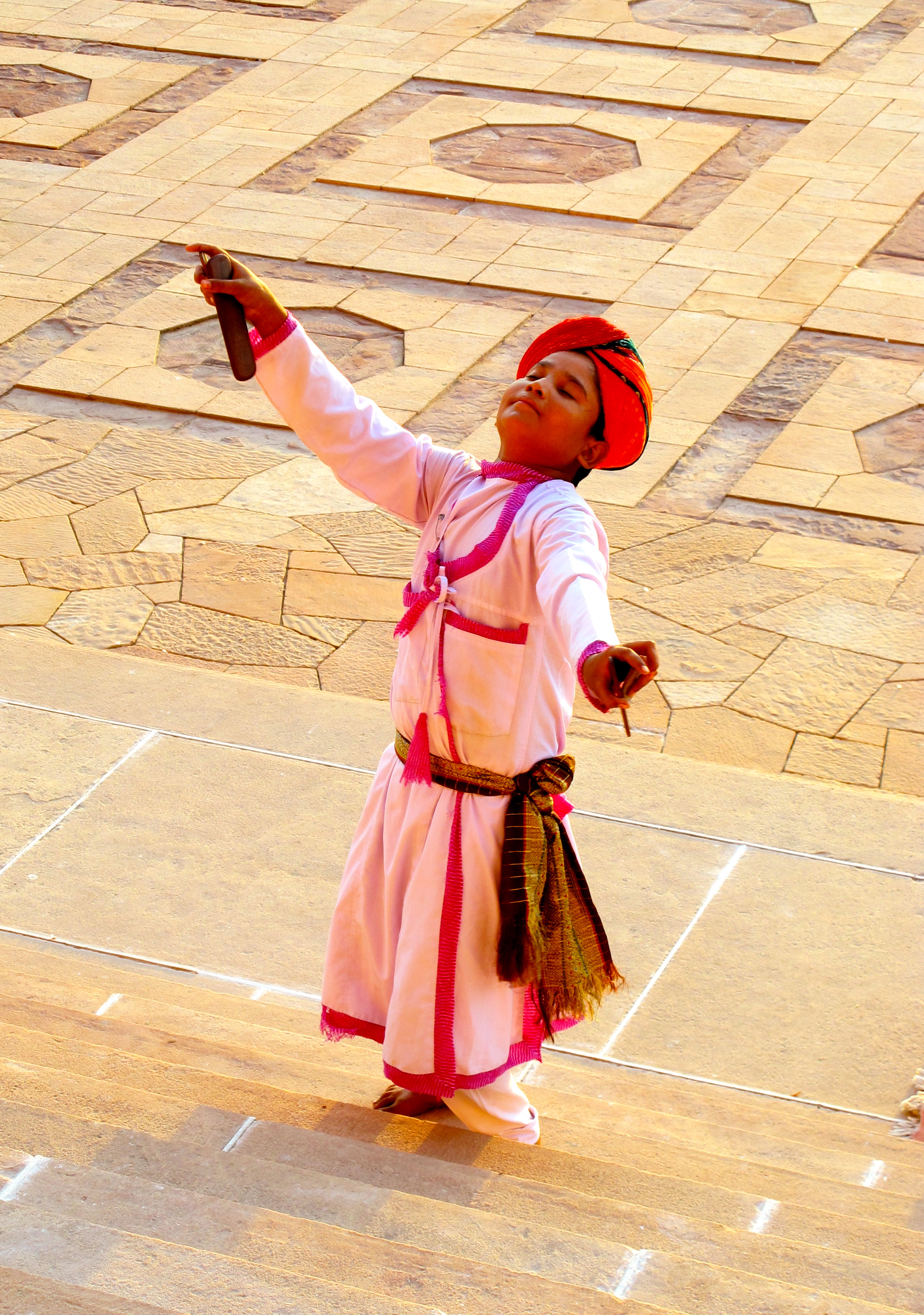 Young dancer - Taj Umaid Bhawan Palace - Jodhpur - India