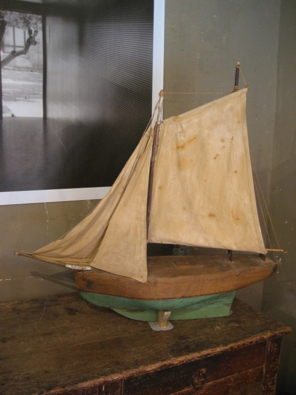Style Moment | Sailboat in the Paris flea market