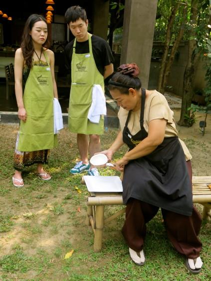grating coconut_baipai cooking school_bangkok_thailand