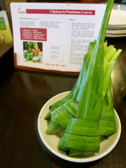 chicken in pandandus leaves_baipai cooking school_bangkok_Thailand