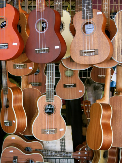 guitars_Chatuchak Weekend Market_Bangkok_Thailand