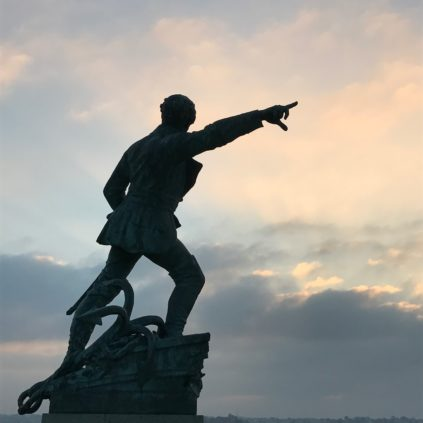 robert surcouf statue_st malo_france